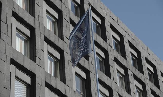 Beskedet om att riksbanken väljer att sänka reporäntan kom på tisdagsmorgonen.